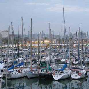 Ports mooring in Barcelona. Information marinas on the coast of Barcelona.