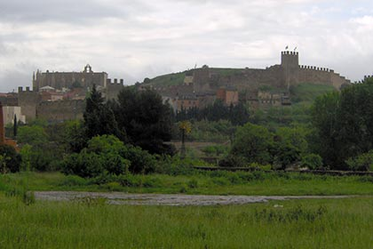 discover Catalan walled towns. Catalonia medieval settlements tourist information.