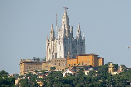 Religious monuments in Catalunya. Monumental churches and monasteries.