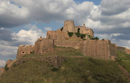 Discover the Catalan castles. Tourist information about the castle of Cardona.