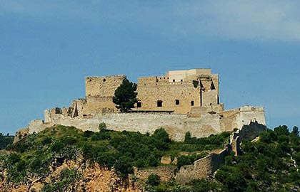 Visit the best castles in Catalonia. Tourist information about the castles of the Ebro.
