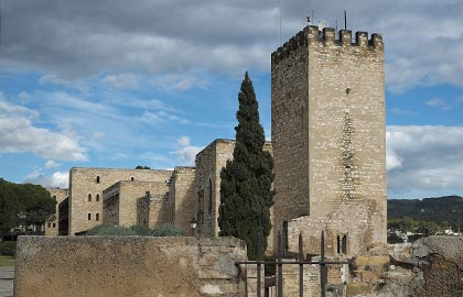 Visit the most beautiful castles in Catalonia. Tourist information about the castle of Tortosa.