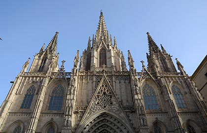 Visit the most beautiful cathedrals in Barcelona. Tourist information about the old cathedral of Barcelona.