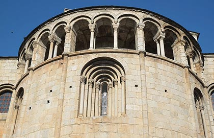 Discover the Catalan Romanesque cathedrals. Tourist information about the cathedral of La Seu d'Urgell.