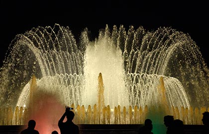 Discover the Barcelona's best places of tourist interest. Sightseeing in Barcelona. Tourist information about the Magic Fountain