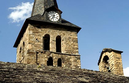 Visit the most beautiful churches of Catalonia. Tourist information about the church of Bossost.