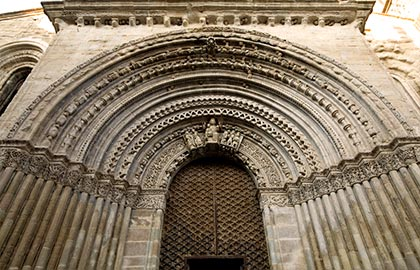 Visit the most beautiful monuments of Catalonia. Tourist information of the church of Agramunt