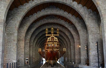 Visit the most interesting Gothic monuments of Catalonia. Tourist Information about the Royal Shipyards of Barcelona