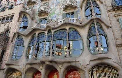 Visit the most important modernist monuments of Spain. Discover Casa Batllo in Barcelona.
