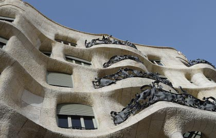 Visit the best Catalan museums. Tourist information about the house - museum La Pedrera.