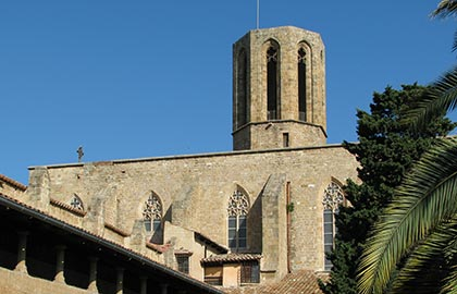 Visit the most interesting monasteries of Barcelona. Tourist information regarding the monastery of Pedralbes.