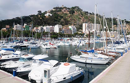 The mooring ports of Catalunya. Tourist information about the Blanes marina.